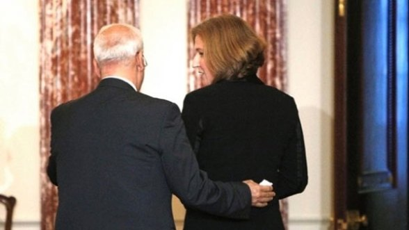 Saeb Erekat met with Tzipi Livni as previously planned, despite claims by high-ranking officials who had said yesterday that the P.A. was halting the peace parley in protest of the Qalandia killings