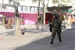 Today, the escape of an Israeli soldier of rebelling stones in occupied Hebron