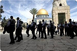 images_News_2013_09_20_aqsa-desecrated02_300_0[1]