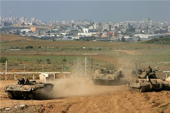 Israeli tanks pictured near the northern Gaza Strip.(MaanImages/file)