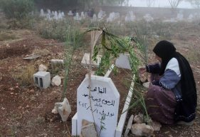 Nablus - Citizens visiting the graves of their relatives on the Eid al-Adha Photo by Yaman Nubana - WAFA