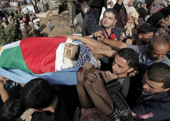 Mourners carry the body of Palestinian Ahmad Tazazaa, 22, during his funeral at the Qabatya village near the West Bank City of Jenin, on October 31, 2013. (Photo: AFP - Jaafar Ashtiyeh)
