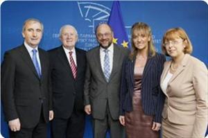 images_News_2013_10_24_eu-delegation_300_0