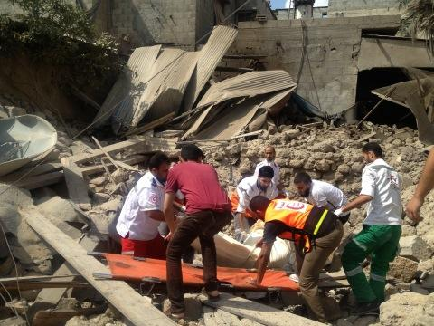 Pulling bodies from the rubble Shujayah Photo via  ‏@bbclysedoucet