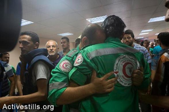 @activestills:  Medics mourn their collgues killed in #Shejaiya, reports on humanitrain ceasfire not fully kept #GazaUnderAttack