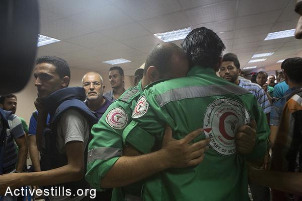 @activestills:  Medics mourn their collgues killed in #Shejaiya, reports on humanitrain ceasfire not fully kept #GazaUnderAttack