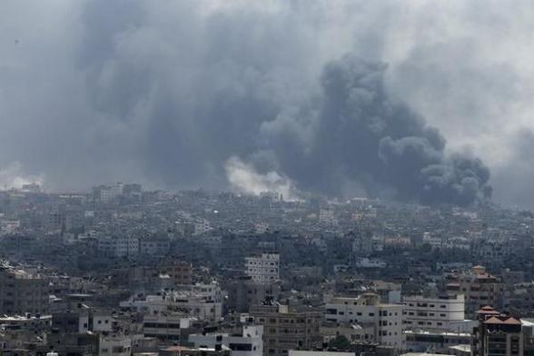 Shejaia burning today morning amid intense Israeli shelling - Photo via Reuters