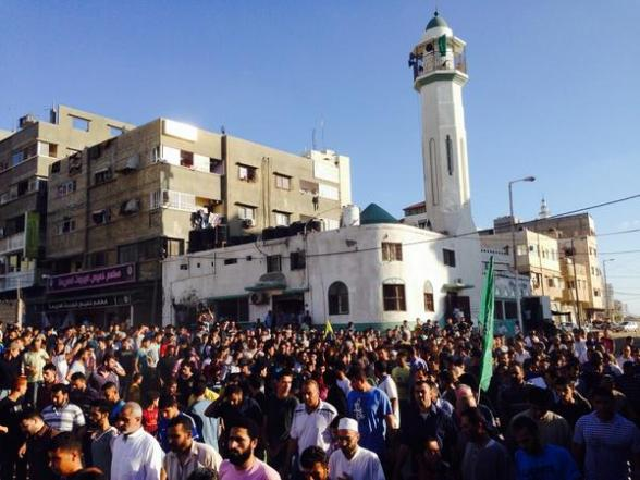 Funeral cortège for 4 children killed by Israeli shell leaves mosque for burial just 2hrs after their deaths - Photo via  Jonathan Miller @millerC4