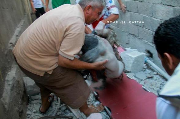 أحد الشهداء الذين تم انتشال جثامينهم من تحت الأنقاض  One of martyrs during the extraction from under the ruins Photo by Omar el Qattaa