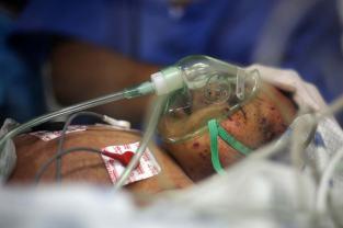 palestinian-new-born-baby-recieving-treatment-2014