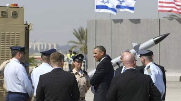 US President Barack Obama speaks with military personnel while viewing an Iron Dome missile battery at Israel's Ben Gurion International Airport.