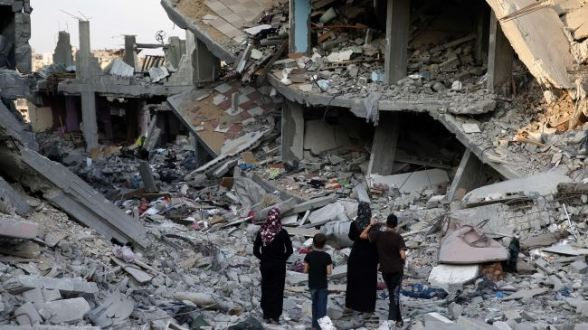 Palestinians walk in the rubble of destroyed houses in Gaza City's Shejaiya neighborhood on August 17, 2014.
