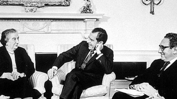 Golda Meir (L), Richard Nixon (C) and Henry Kissinger (R) meeting at the White House.