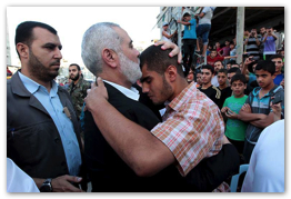 Ismael Haniyeh visits families of the Martyrs of Gaza  (Click to view the full album)